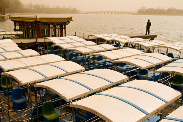BEIJING,-SUMMER-PALACE-LAKE,-SANDSTORM